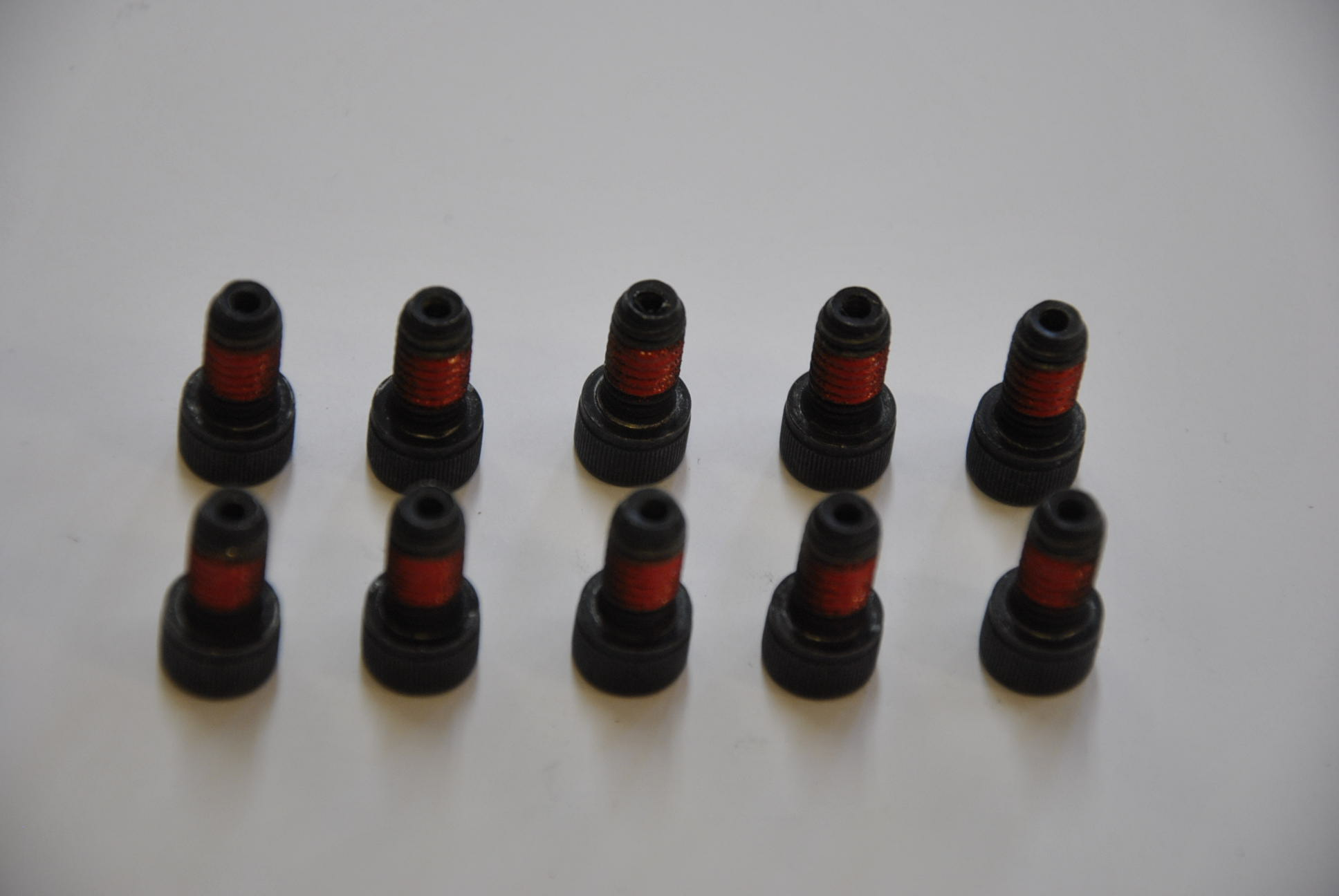 Болт крепления крюка скручивающего устройства. 8-10 шт/комп