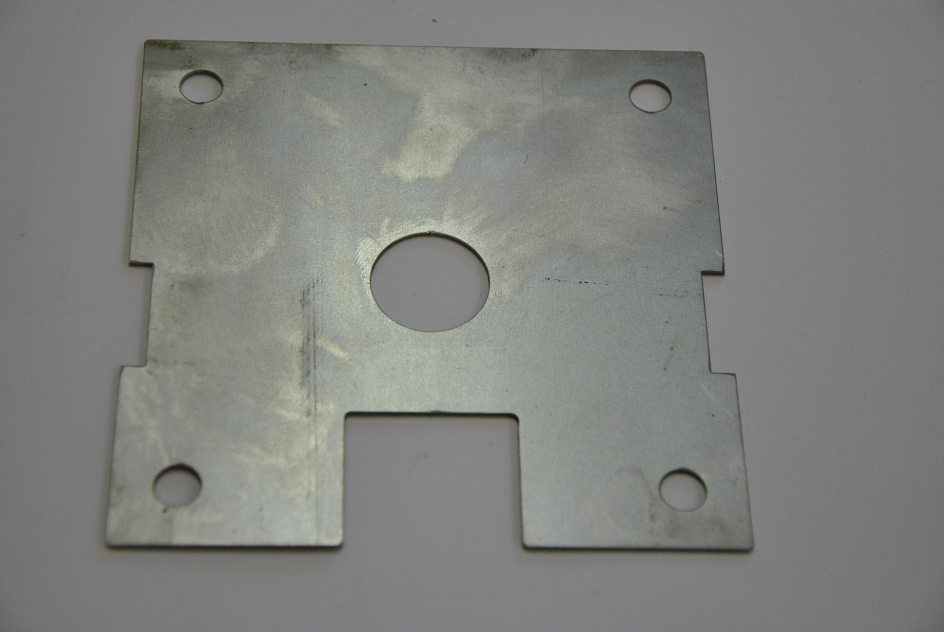 Дистанционная прокладка под пластины скручивающегося устройства